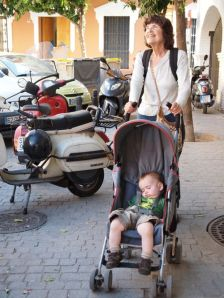 Theo, on the other hand, got to ride in the stroller most of the time. Here he is, admiring the streets of Sevilla.