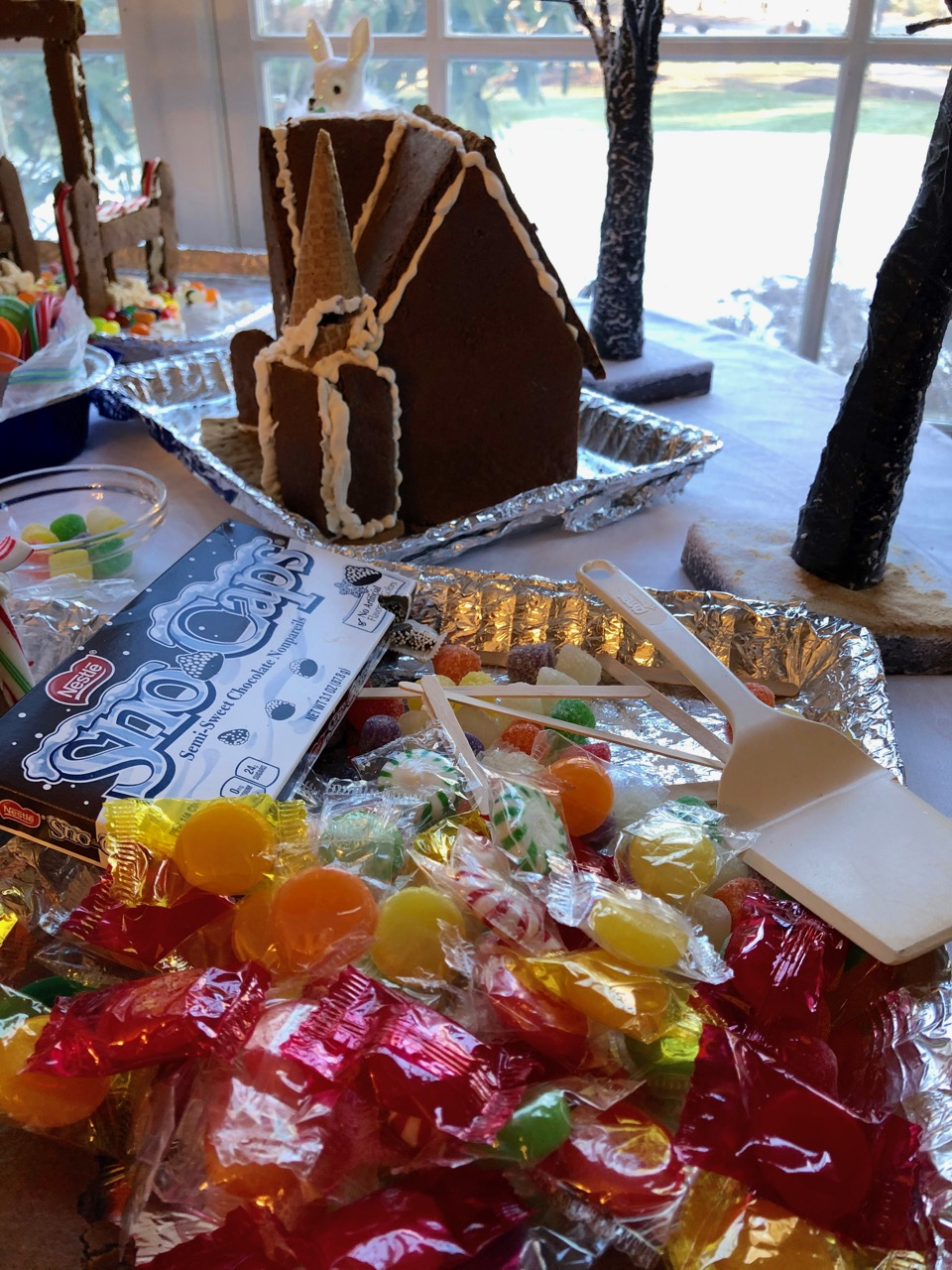 gingerbread7-with-candy-pile